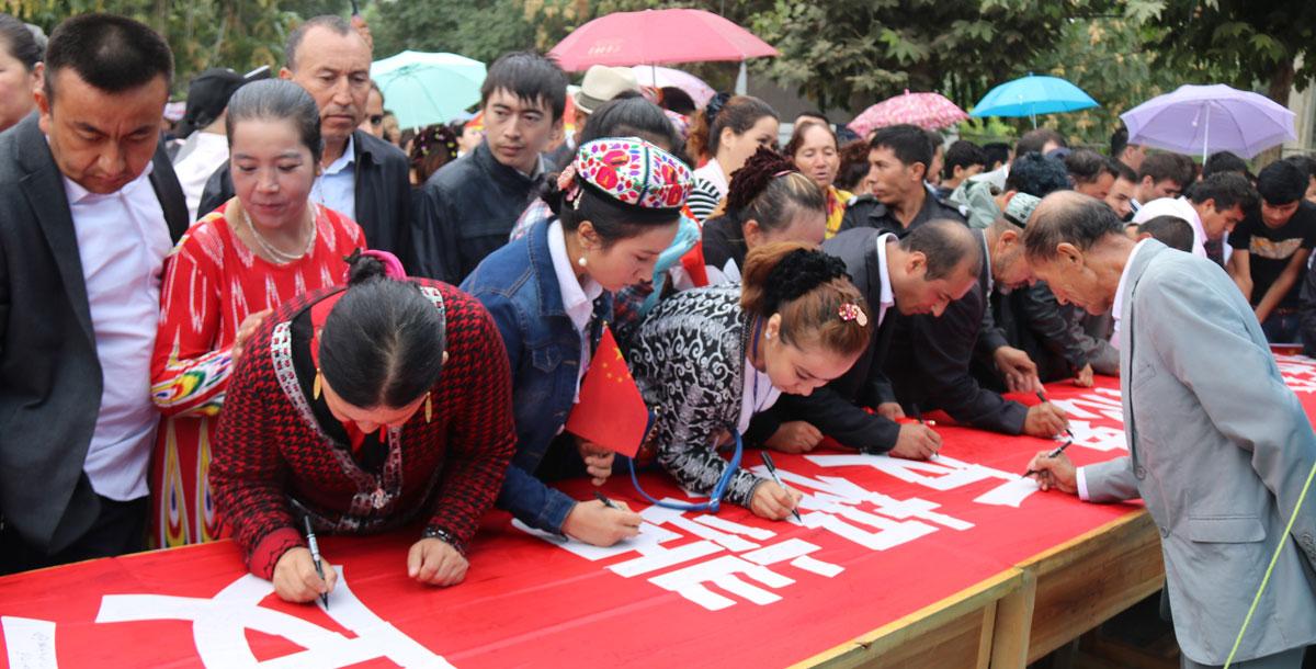 和田地区开展万名个体工商户集体发声亮剑宣讲宣誓大会