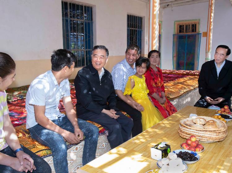 汪洋在新疆调研时强调 围绕新疆工作总目标 多谋长远之策多行固本之举