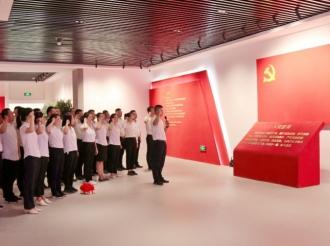 """新疆和田市人民政府办公室举行 """"永远跟党走""""主题党日活动"""